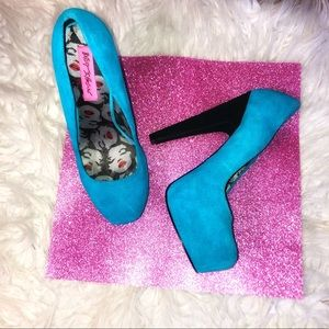 Betsey Johnson Pinup style turquoise suede heels